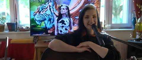 Jennie Moloney  im unplugged Wohnzimmer live Stream